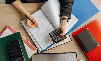 Universidad de Chile abre postulaciones a curso sobre educación financiera para la ciudadanía